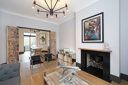 Kensington & Chelsea Lettings Market Report Q4 2017 - reception room of Notting Hill house