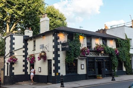 Best places for outdoor dining in Notting Hill, Windsor Castle pub